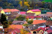 Tipikus vidéki táj és parasztházak Garbova, Erdély, Románia. A települést a szász telepesek alapították a 12. század közepén.