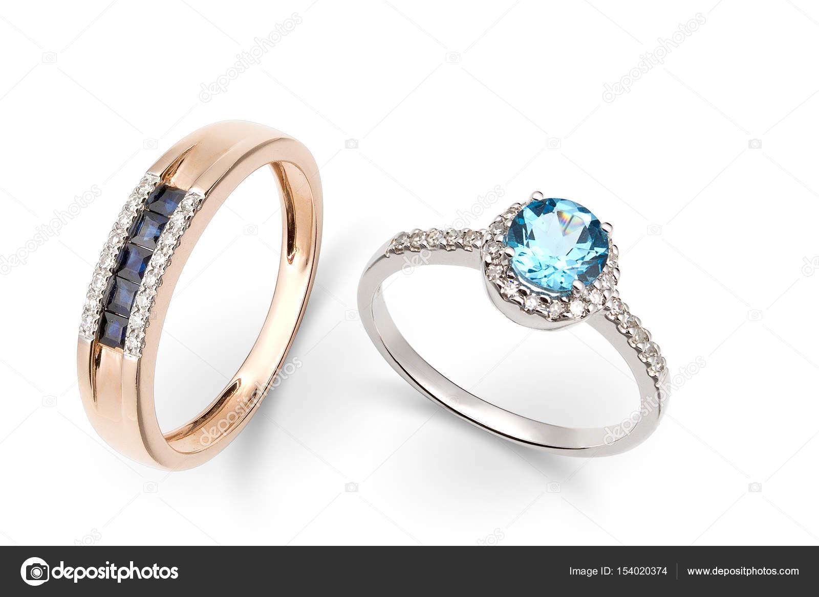 Золотые кольца с драгоценными камнями в синий и белый– Стоковое изображение 6c3eb3e2ed198
