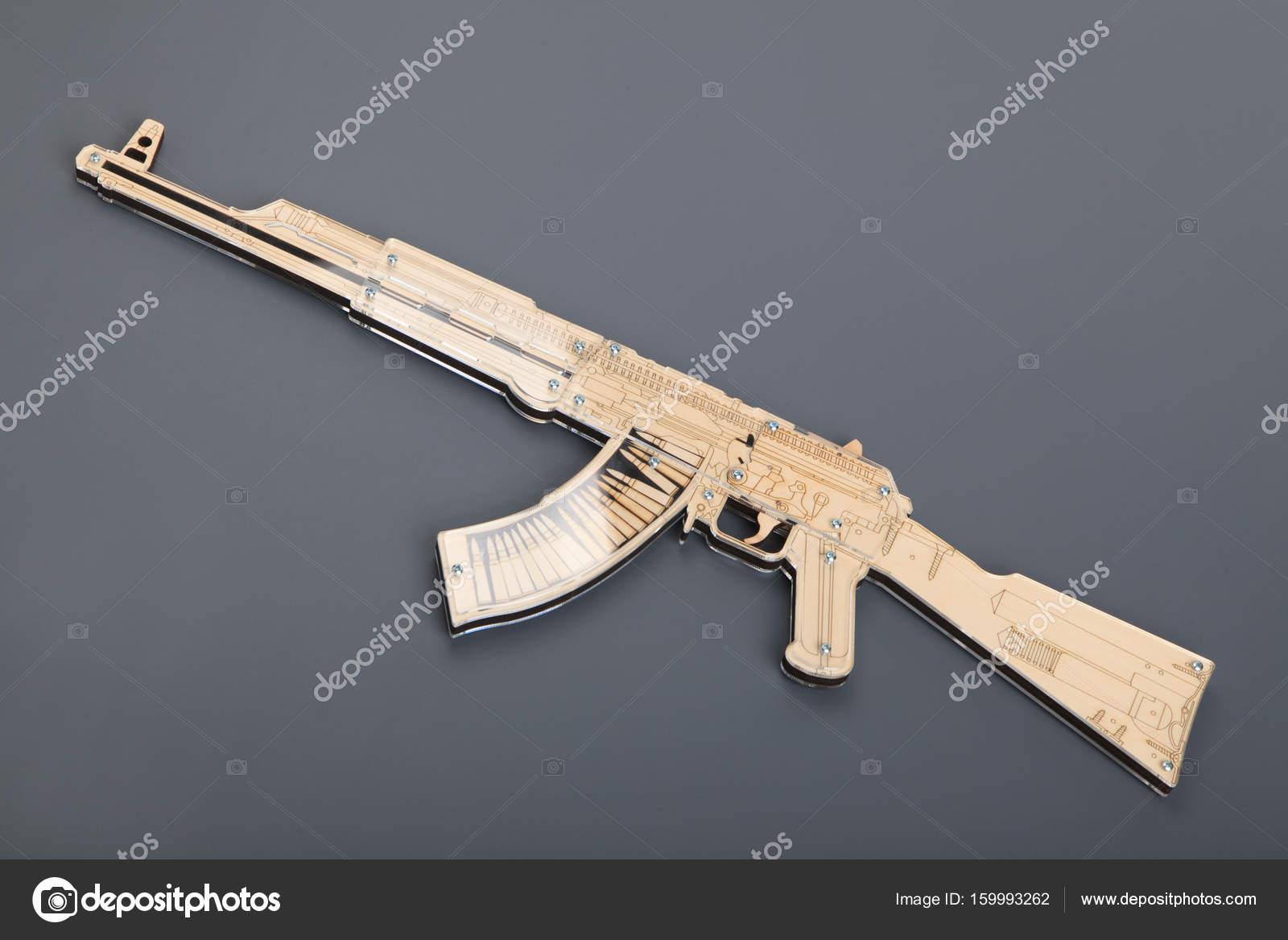 Juguete De Pistola Sobre Fondo — Gris Madera Stock Foto 0ONwnvm8