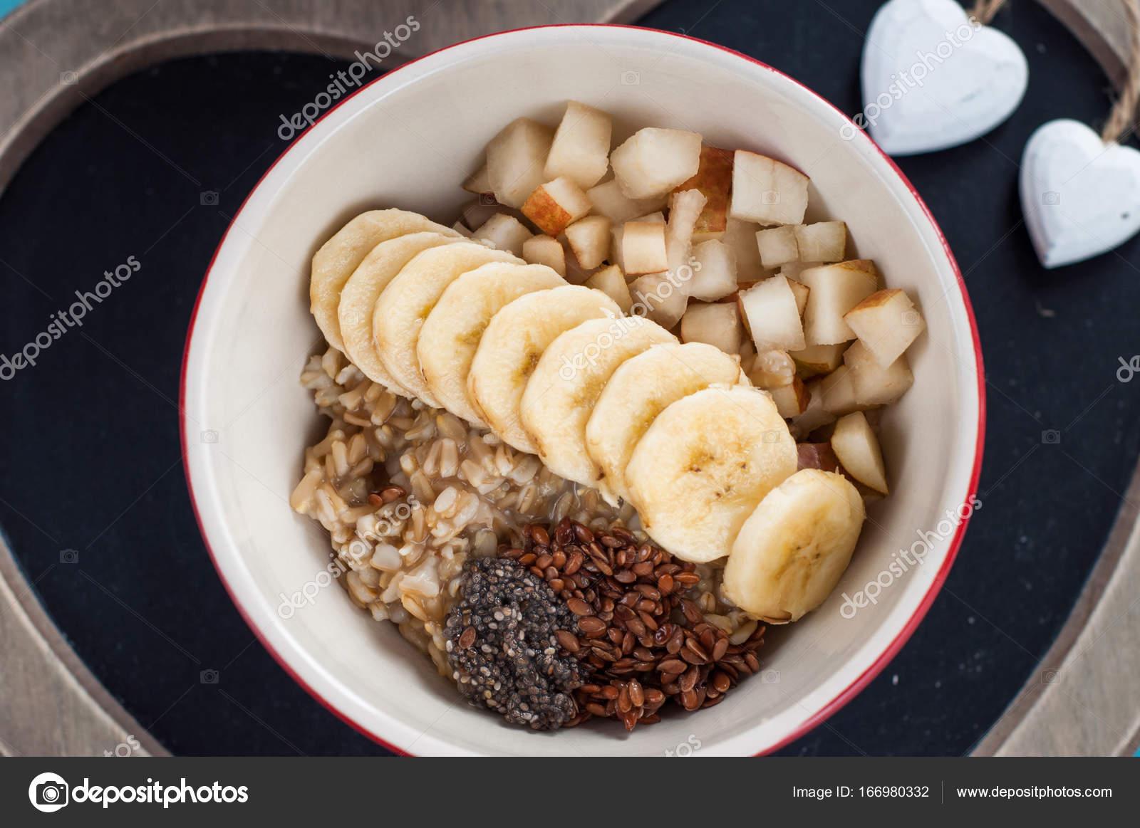 Груша, запеченная в духовке с корицей и медом.