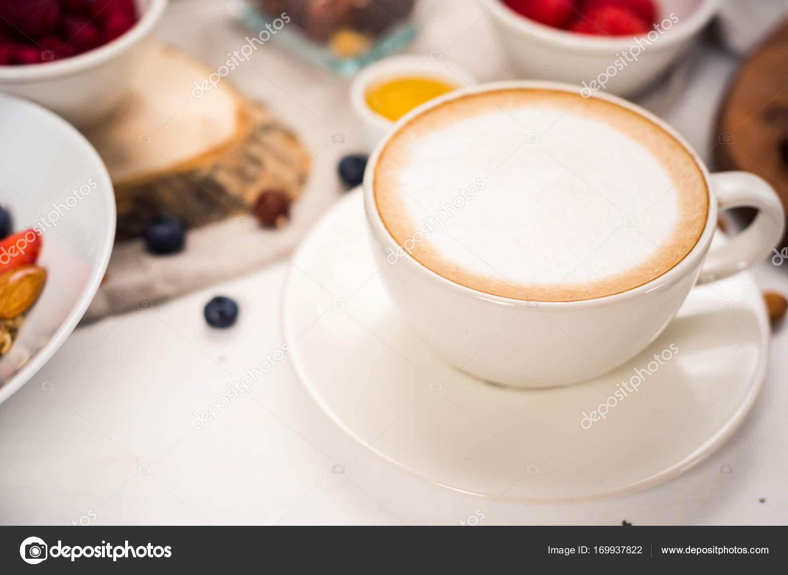 Frühstück Am Morgen Kaffee Cappuccino Auf Weißem