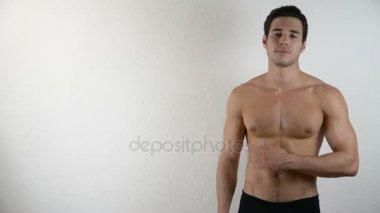 Видеоролики мускулистые парни раздеваются