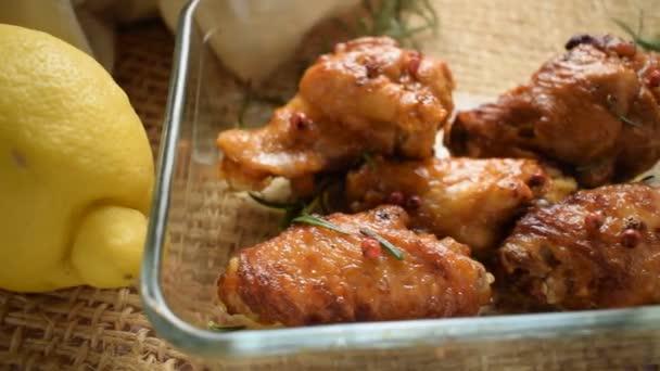 Pečené pečené kuře v pečivu