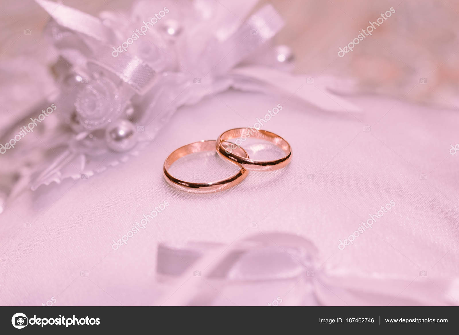 Two wedding rings on a white background — Stock Photo © Zayne_C ...