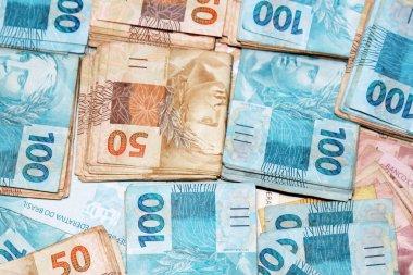 50 and 100 packs of Brazilian money