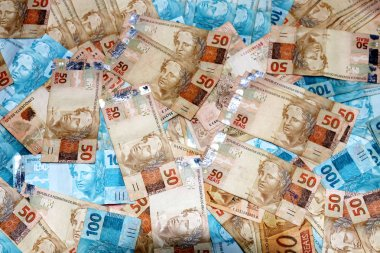 Brazilian banknotes 50 and 100 notes