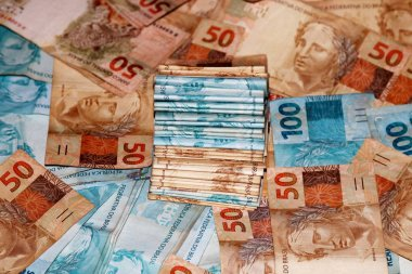 Brazilian money package with 100 and 50 reais notes