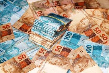 Brazilian money package with elastic