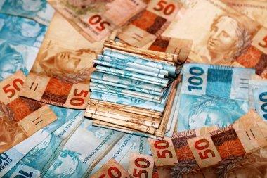 Brazilian money 50 and 100 reais