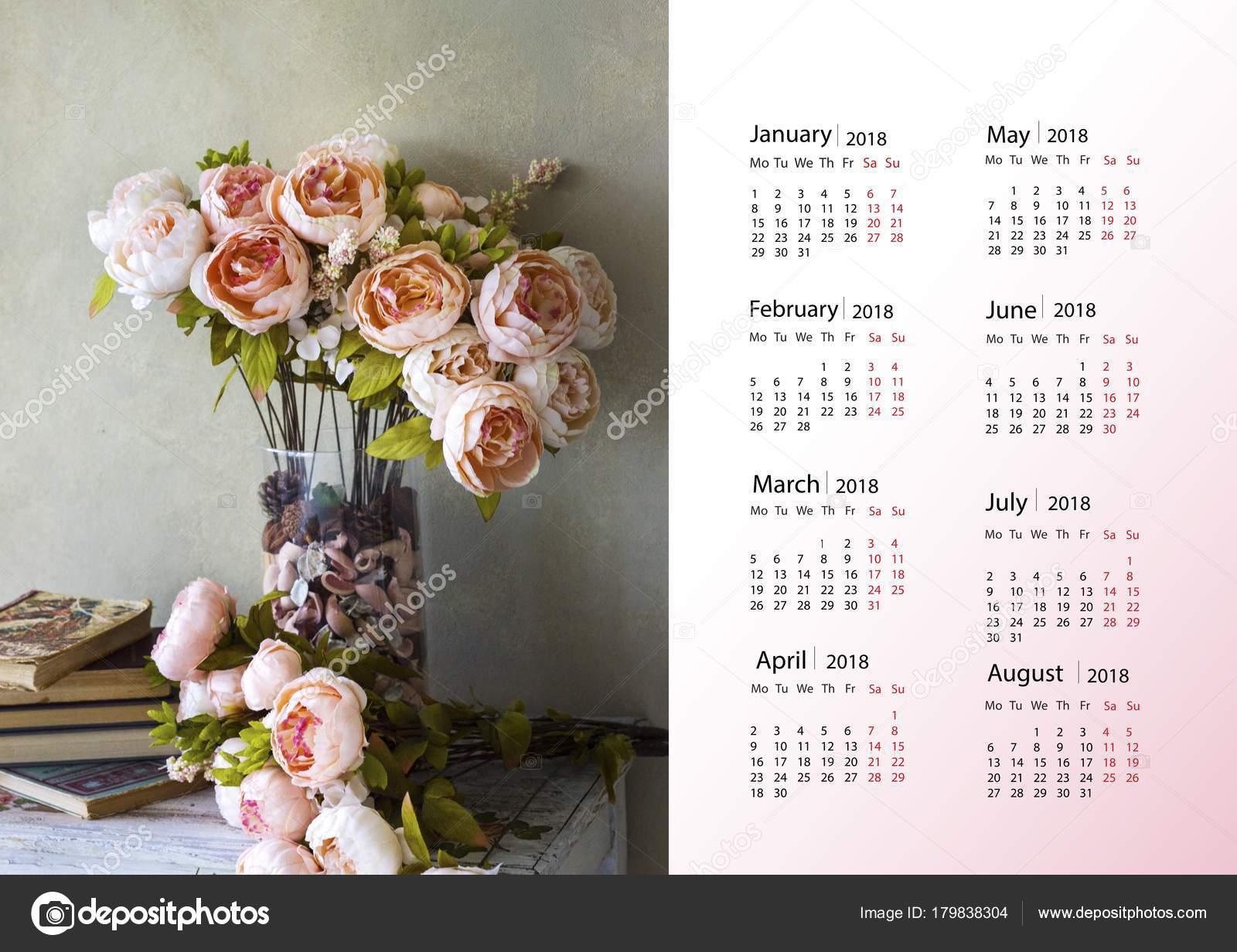 5 Mooie Vazen : Mooie bloemen een vaas kalender het nieuwe jaar u stockfoto
