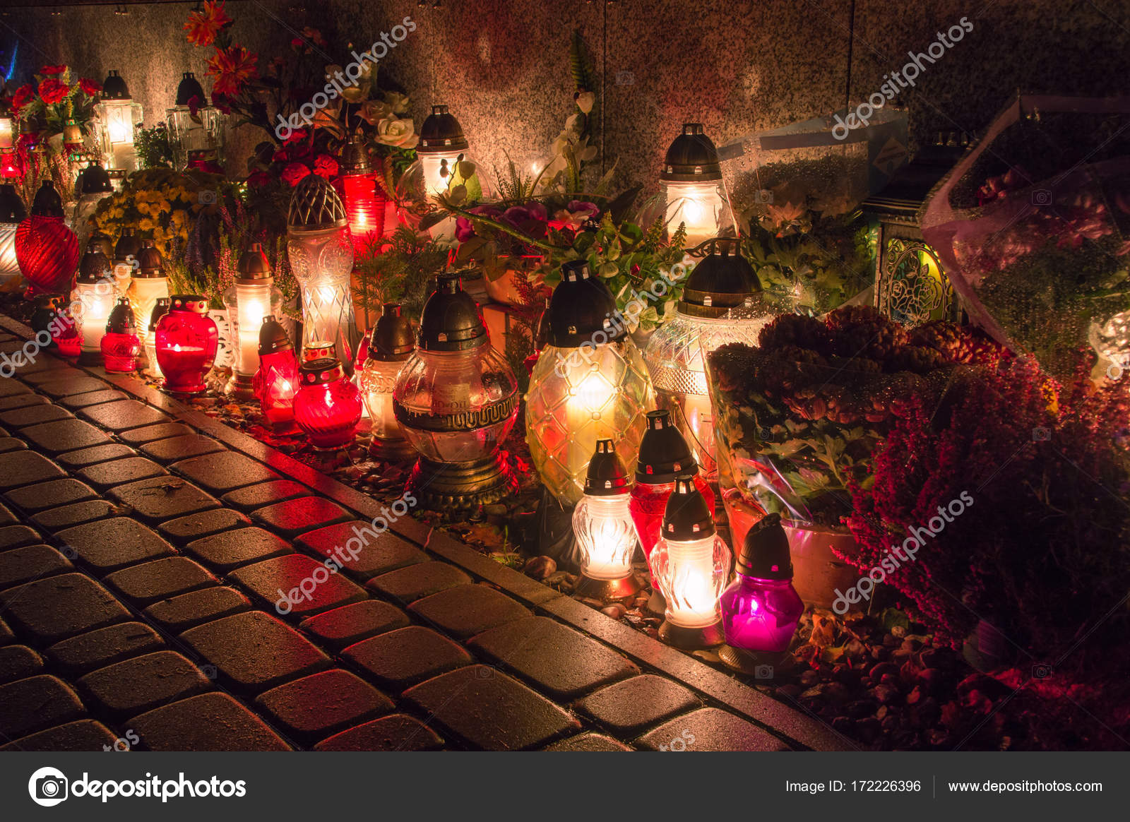 Friedhof Kerzen auf polnischen Friedhof in Allerheiligen in der ...