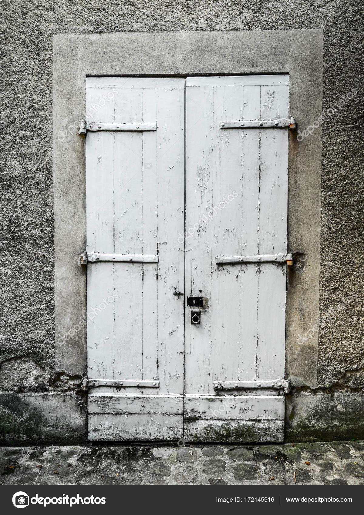 Vintage gemalt weiße Holz Doppeltür mit Stuck Rahmen, Türbänder und ...