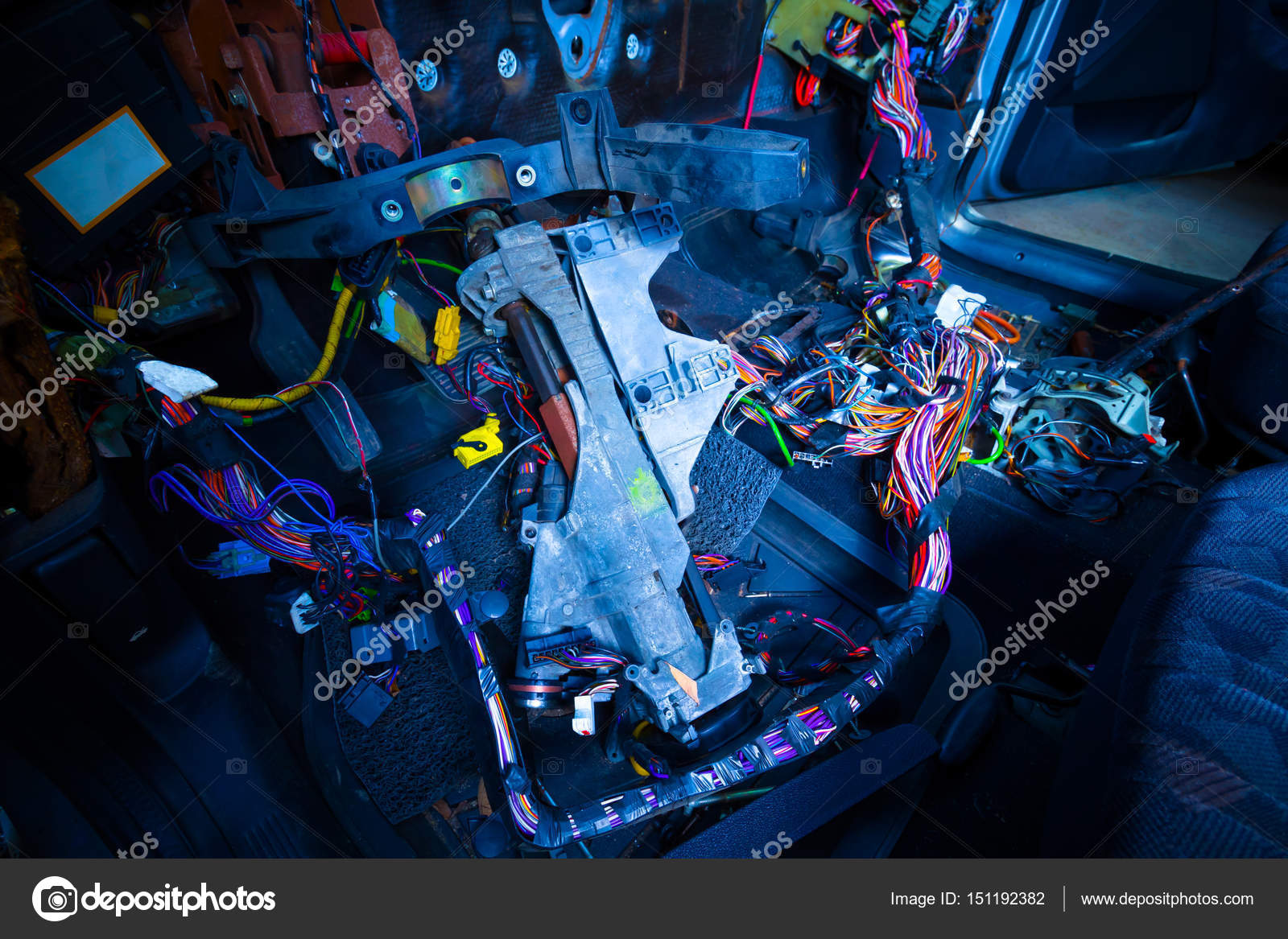 Kfz-Reparatur & elektrische Verdrahtung System zeigt bunte Draht in ...