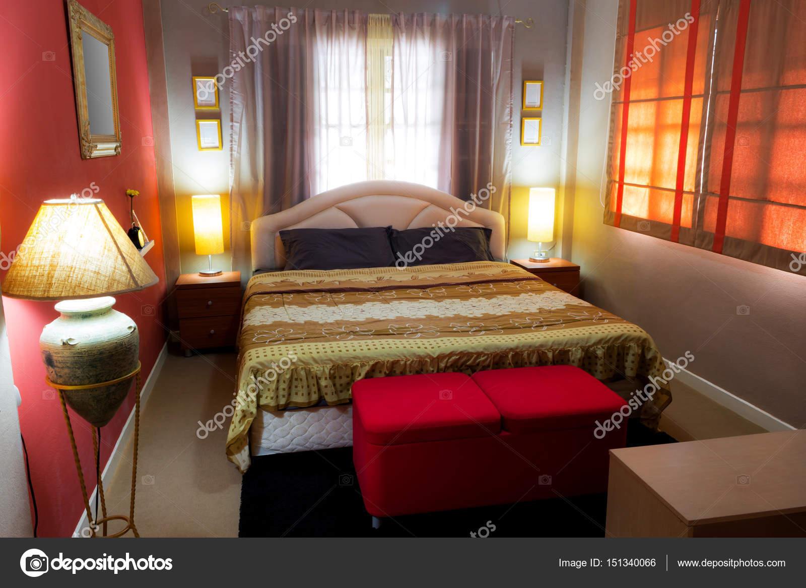 mooie bruine slaapkamer, Aziatische eigentijdse stijl en gezellige ...