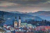 Fotografie Panoráma starého města Banská Bystrica v zimě slunce Slovensko