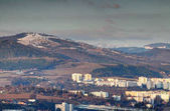 Fotografie Zasněžené vrcholky nad panelových Banska Bystrica Slovensko
