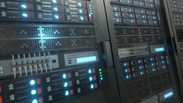 Schließen Sie den Serverrack-Cluster im Rechenzentrum mit dem ausgewählten Fokus, engem Tiefenfeld. Die Kamera bewegt sich mit unterschiedlichen Clustern entlang des Servers. 3D 4K-Schleifenanimation