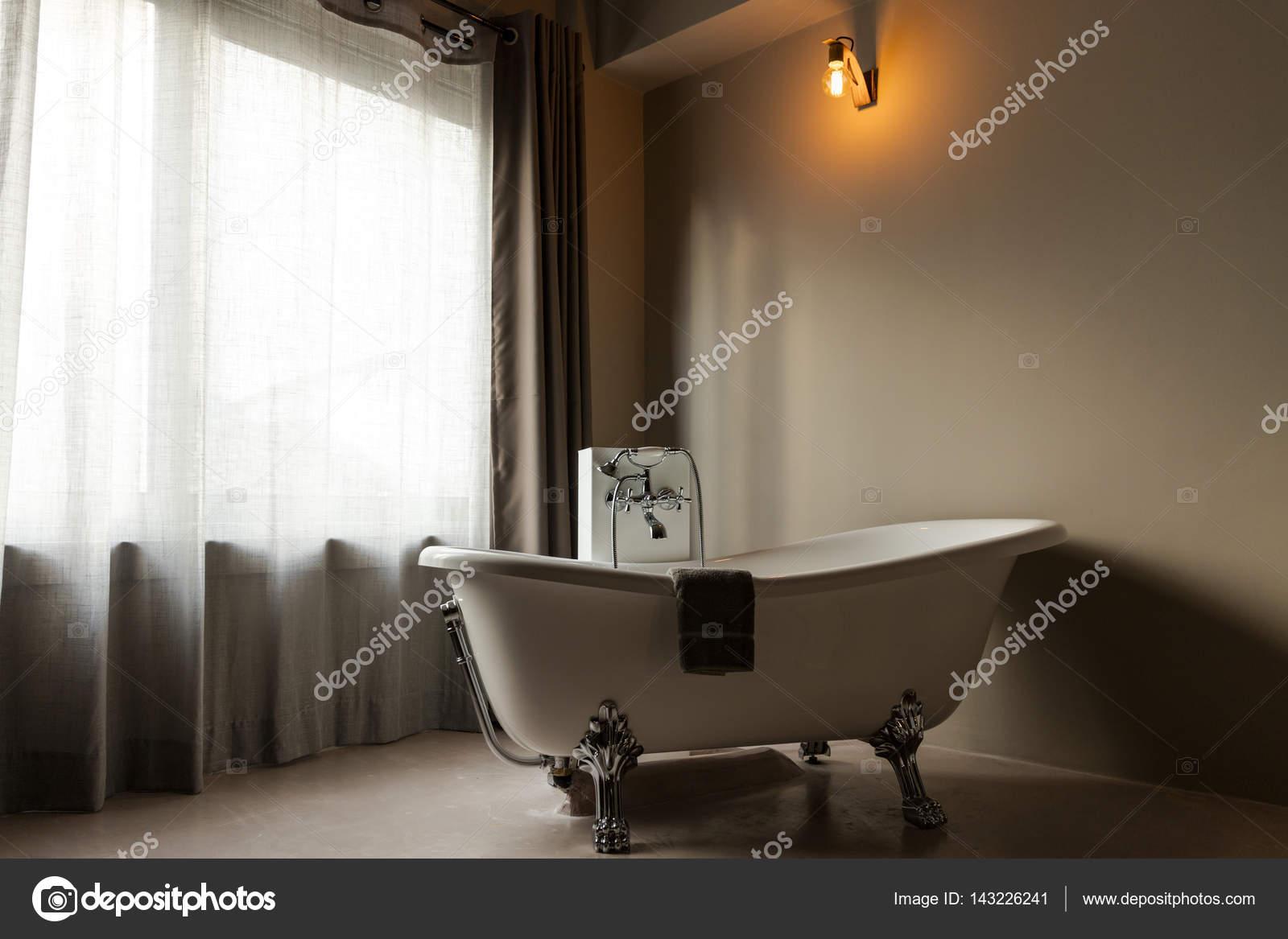 Vasca Da Bagno Nella Camera Da Letto : Vasca da bagno classica elegante u foto stock zstockphotos