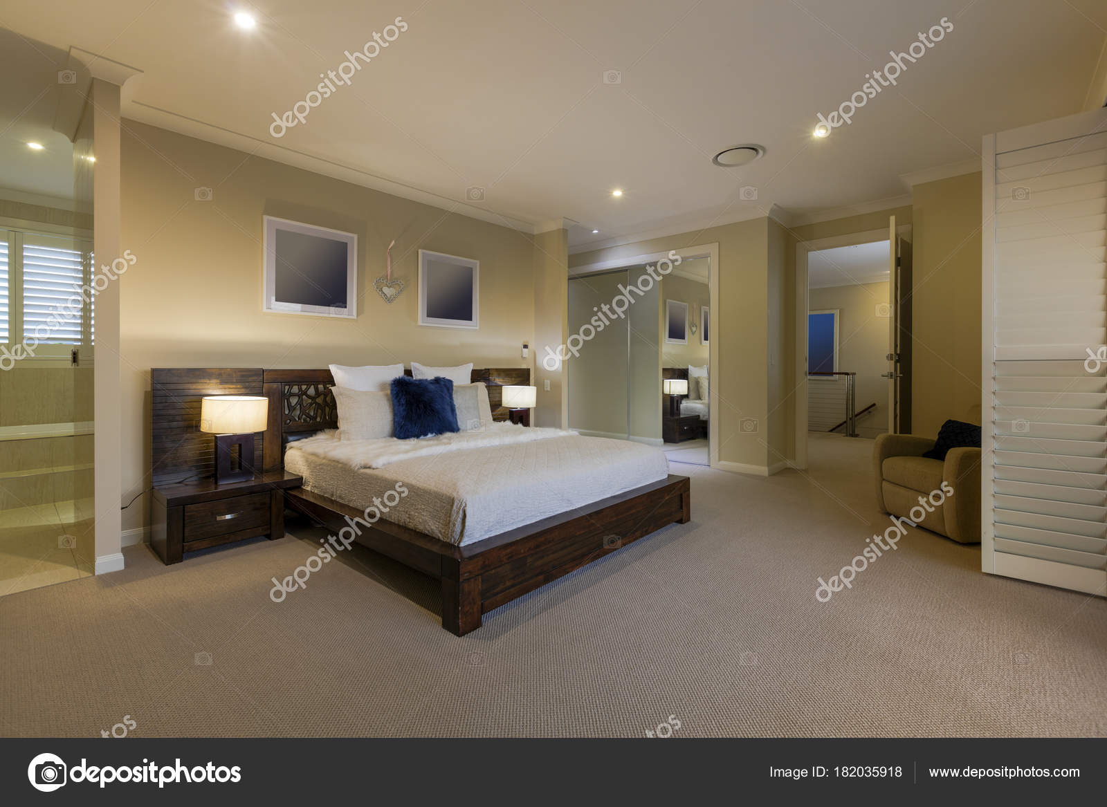 Modern Warm Cozy Bedroom Luxurious Home Stock Photo Image By C Zstockphotos 182035918