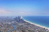 Napfényes Utcarészlet a Gold Coast keres északra, Queensland, Ausztrália