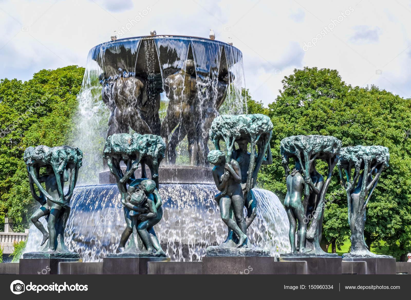 Oslo, Norvège - juillet 2015 : Statues de Scultpure et la fontaine ...