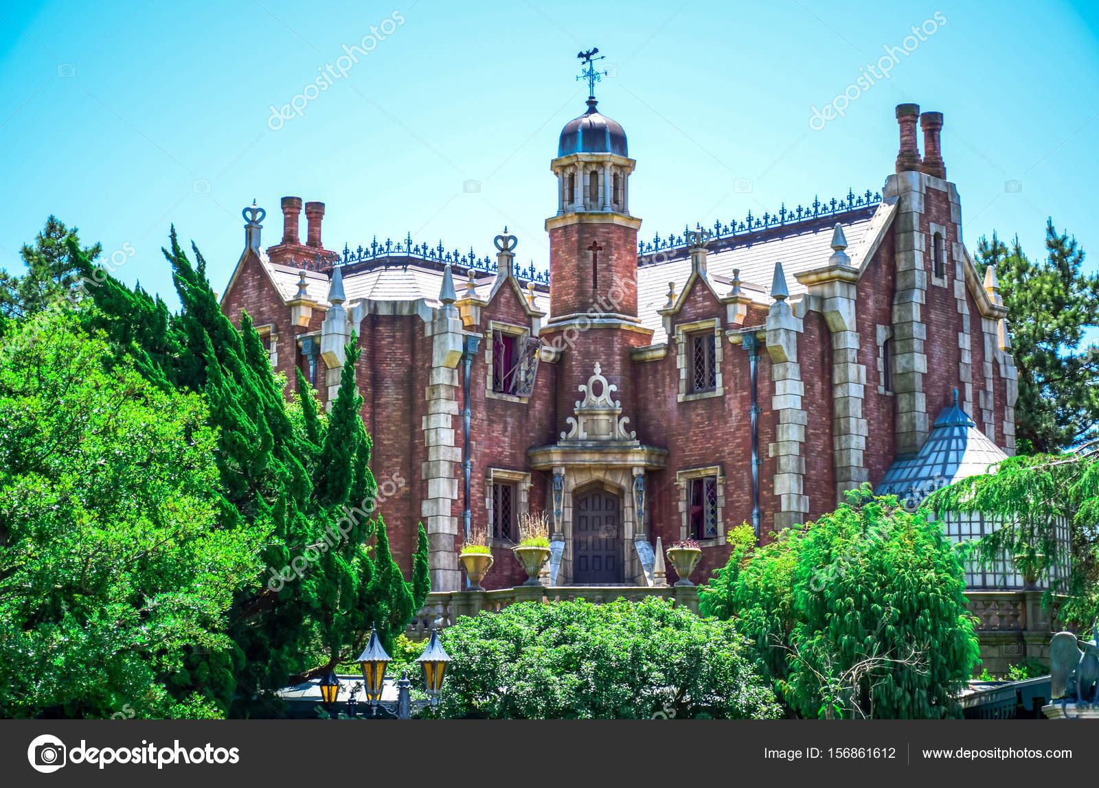 chiba japan haunted mansion attraction in fantasyland tokyo