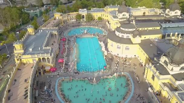 Légi felvétel a medence Gellért fürdő Budapest, Magyarország. Légifelvételek