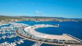 Luftaufnahme des schönen modernen Marine von Sukosan dicht gepackt mit Segelbooten und Yachten, Marina Dalmacija. Kroatien
