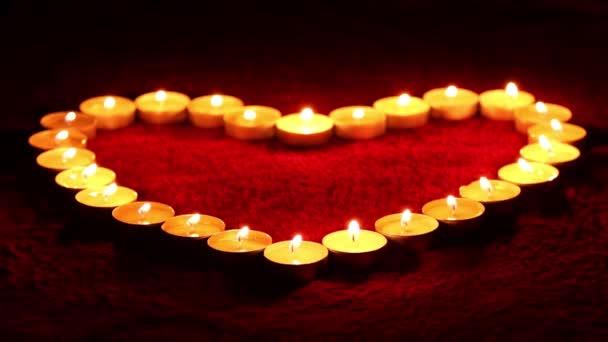 svíčky ve tvaru srdce