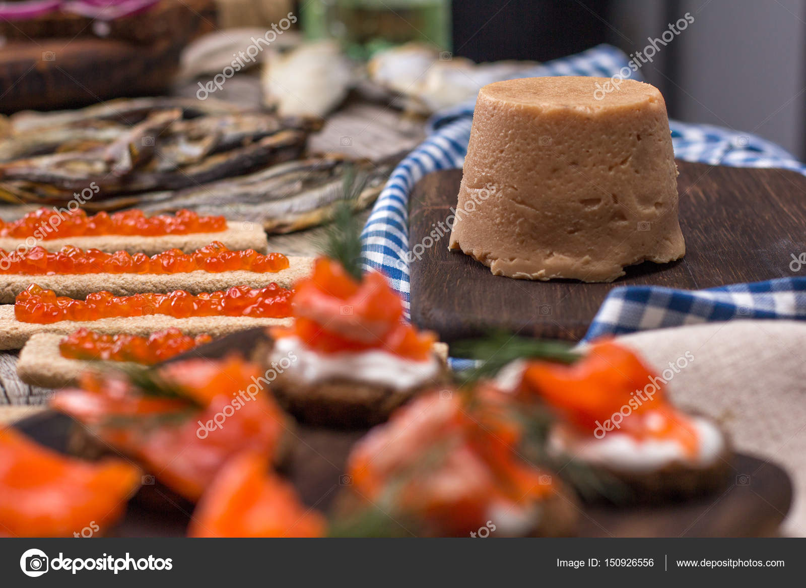 Norvégienne Traditionnelle Brunost Et Poissons Photo - Cuisine norvegienne