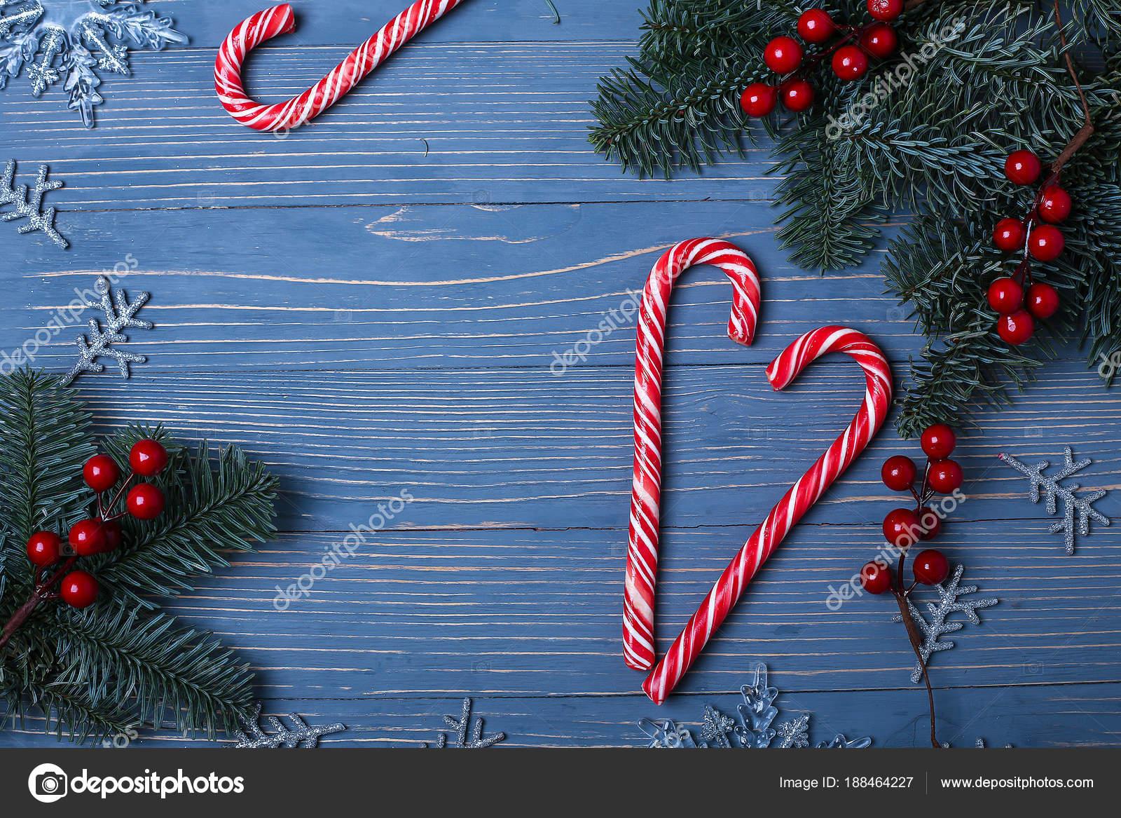 Weihnachten Süßigkeiten und Leckereien auf dem Tisch. Süße Geschenke ...