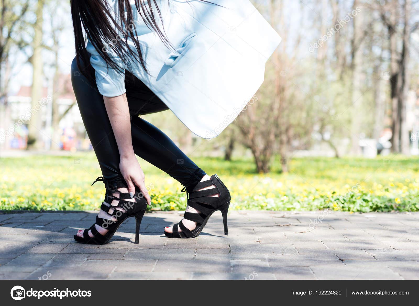 Schmerzen Stockfoto Hält Von Beim Heels — Tragen Die Fuß Frau High XZkuPOi