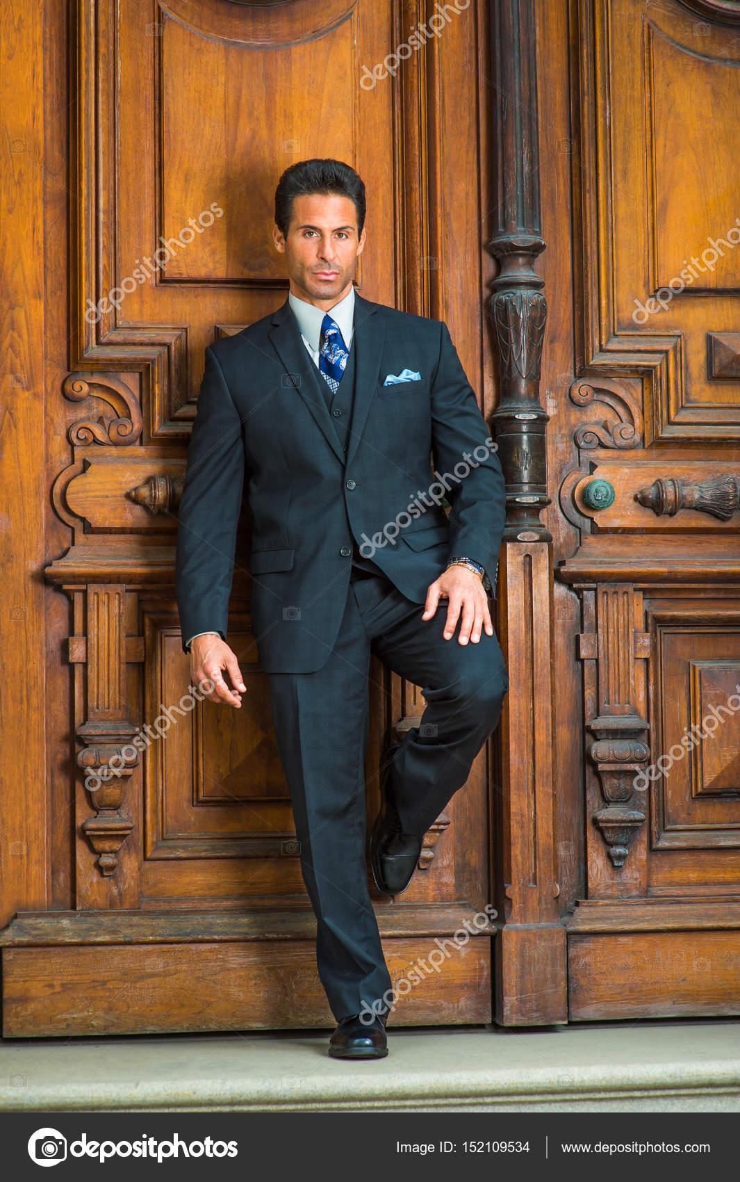 ニューヨークでハンサムなアメリカ中年ビジネスマンの肖像画 \u2014 ストック写真