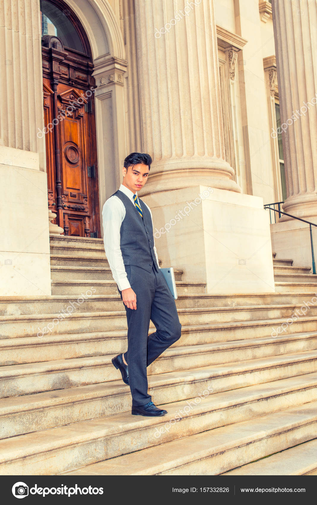 60726cb5e9e9 Νεαρά ασιατικές αμερικανικές άνθρωπος των επιχειρήσεων — Φωτογραφία ...