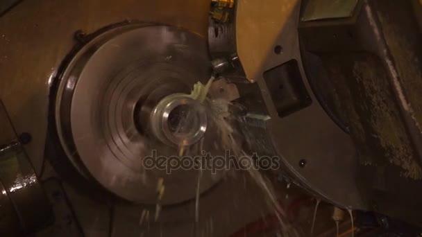 Segatrice per metalli. Tecnologia di taglio metallo moderno trattamento.