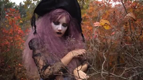 Онлайн видео девушка в розовой шляпе мамки