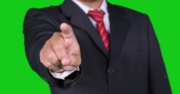 Podnikatel ruka táhne virtuální obrazovky