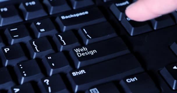 Finger stiskne tlačítko web design