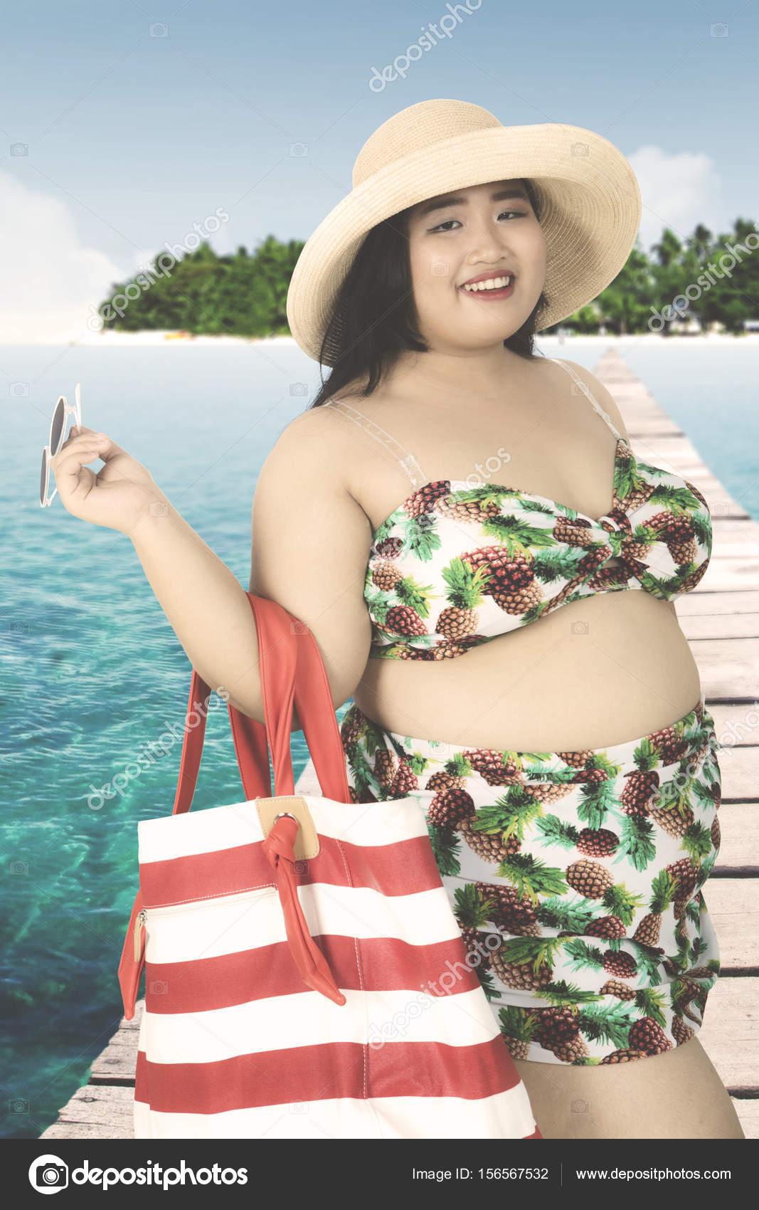 En Embarcadero Obesa Mujer Con Bikini n0yvNw8Om