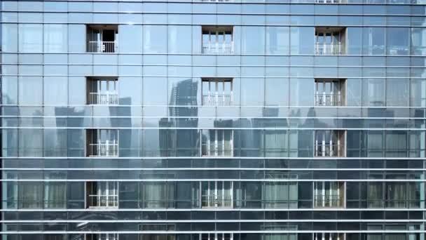Letecký pohled na mrakodrap skla oken