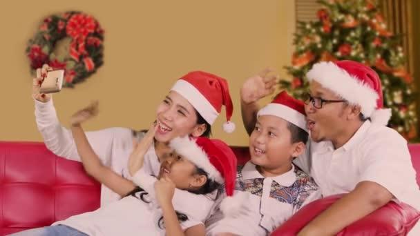 Rodina video volání na Štědrý den