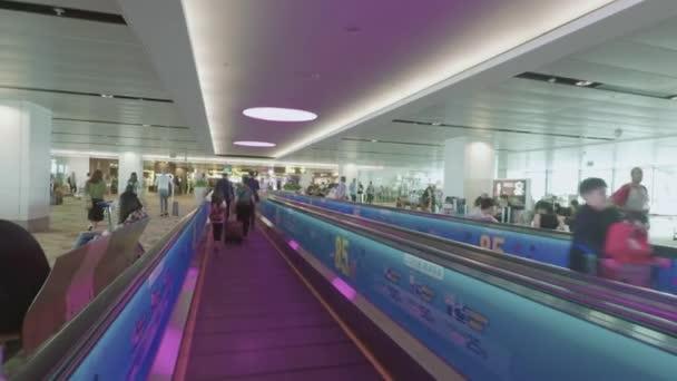 Cestující na letišti Pohyblivý chodník