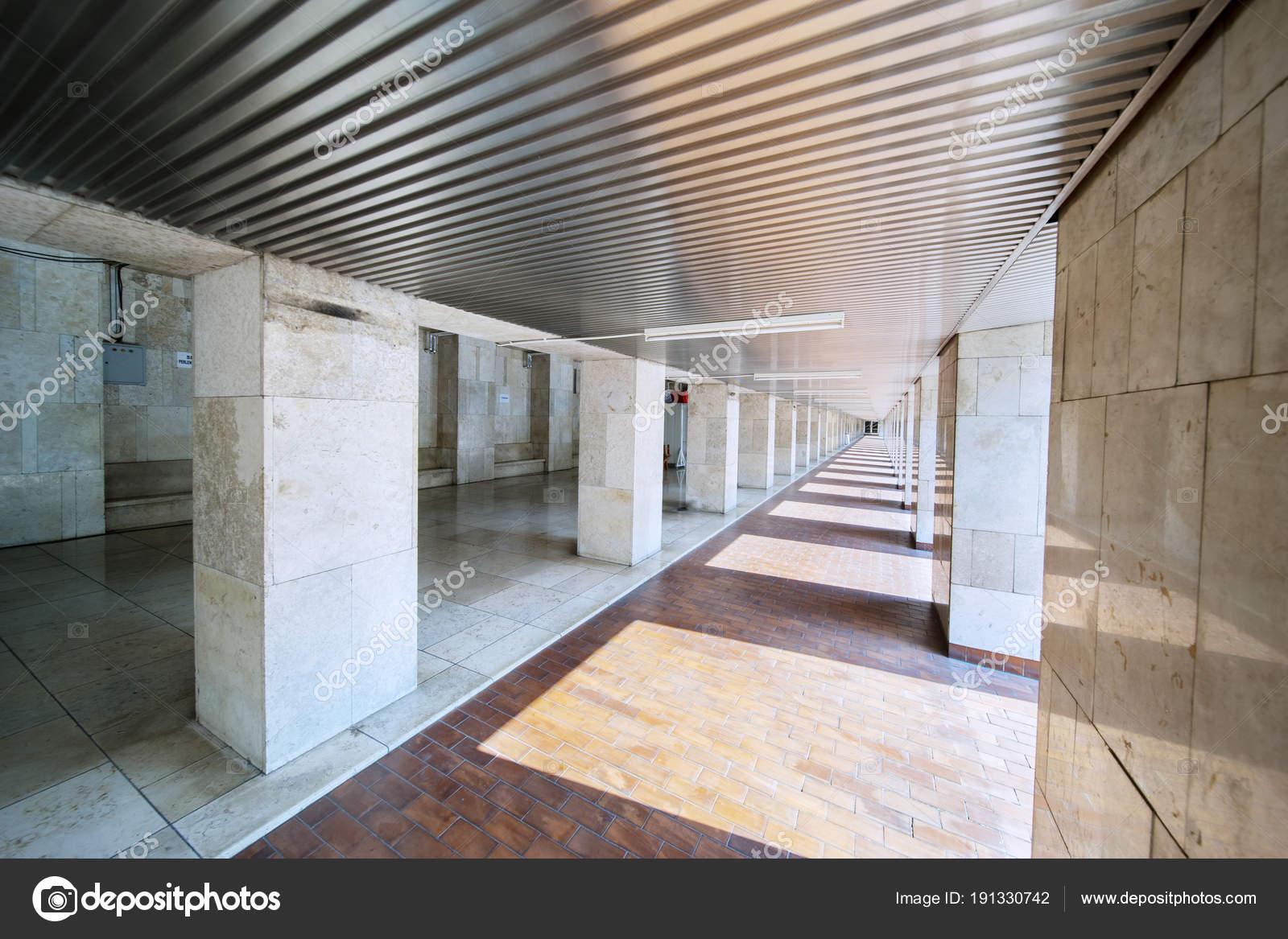 Passage corridor in de istiqlal moskee u2014 stockfoto © realinemedia