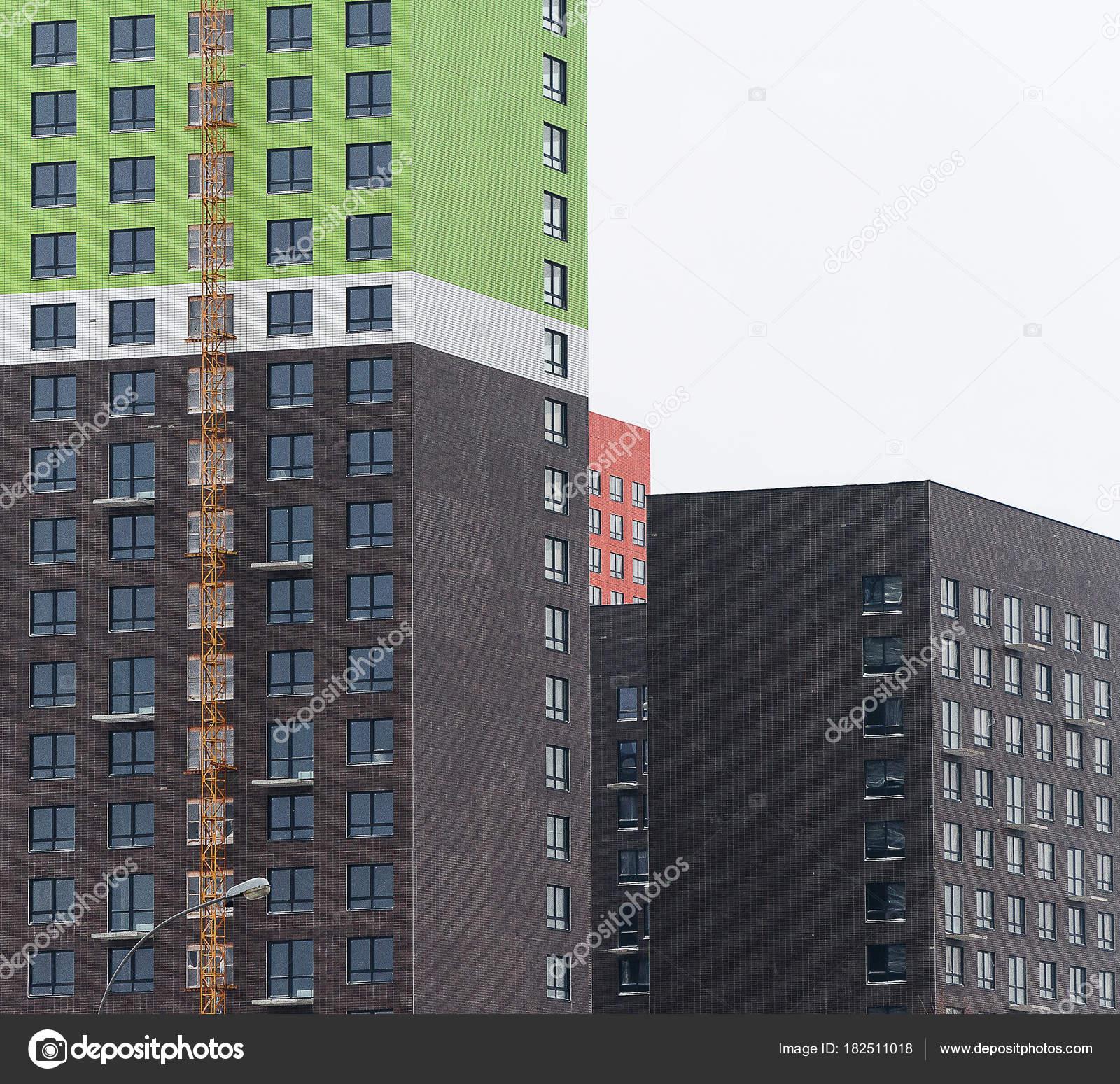 Moderne Neubau Wohnung mit einer schönen Fassade Farbe — Stockfoto ...