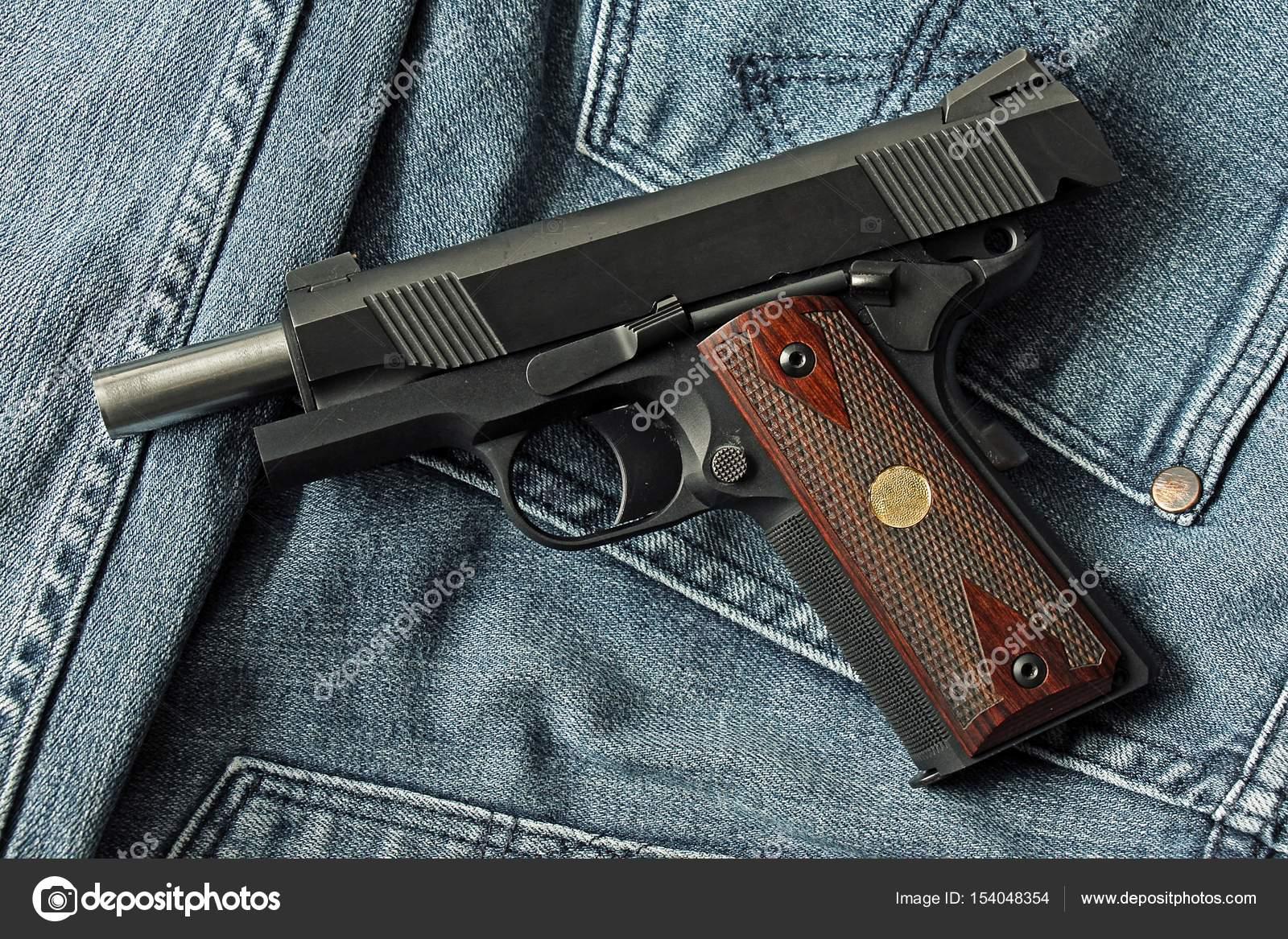 Scaricare una pistola semiautomatica