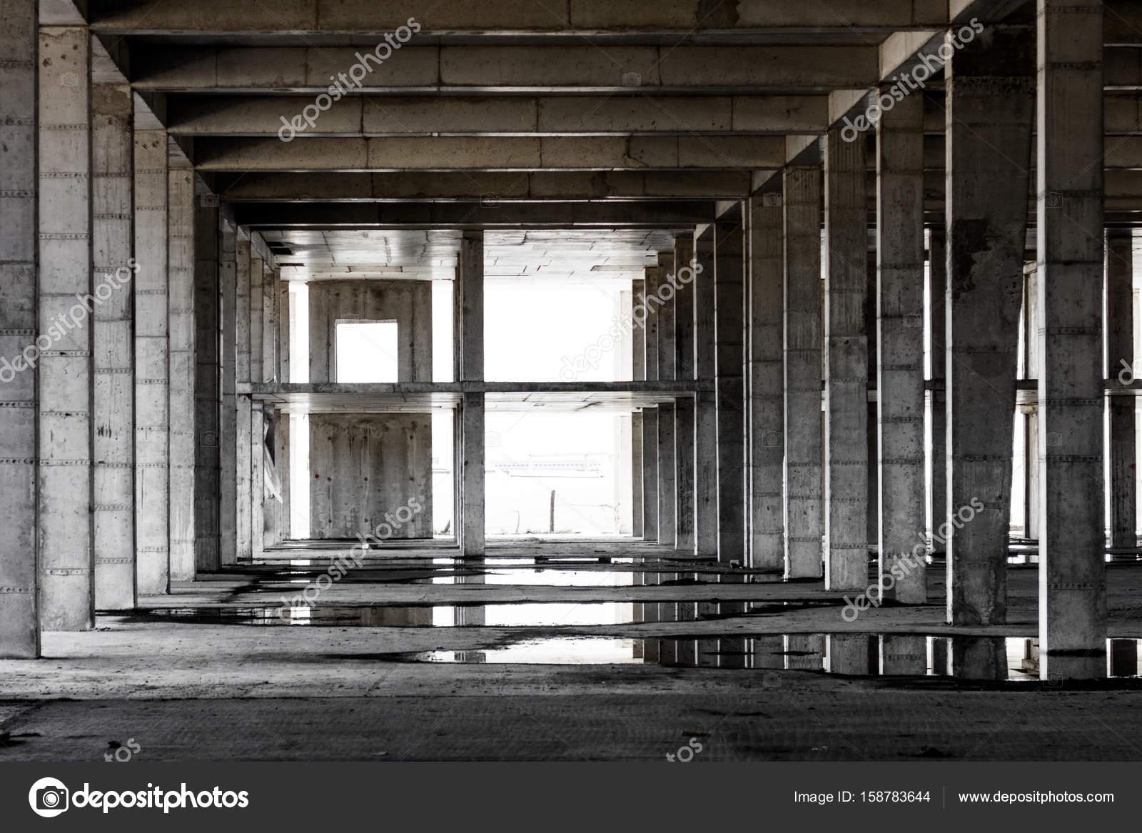 verlassenen Betonrahmen Besetzung-in-Situ-Gebäude — Stockfoto ...
