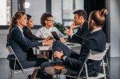 Fotografie Mitarbeiter in: Abendkleidung streiten bei Geschäftstreffen