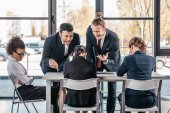 podnikatelé tvrdí, na schůzce v kanceláři