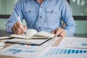 Analýza pracovní obchodník finance s vypočítat o náklady o