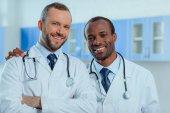 lékaři v lékařských uniforem